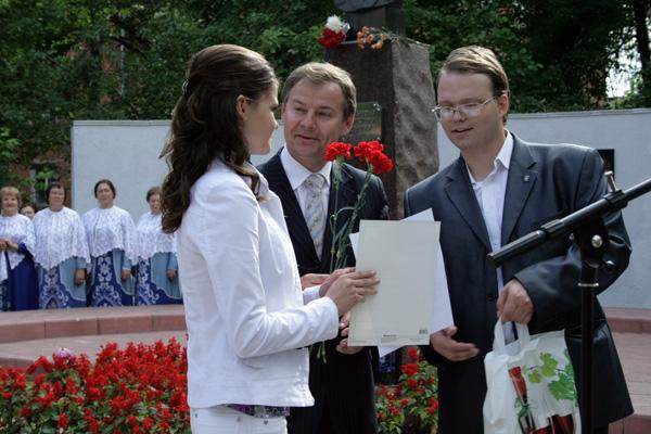 Космонавт вручил дипломы выпускникам