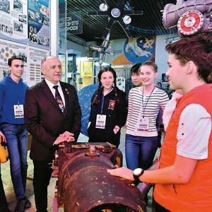 Участники всероссийской олимпиады по астрономии встретились с космонавтом Юрием Усачевым