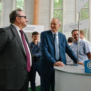 Владимир Пылев и Евгений Шахматов ознакомились с ходом приемной кампании