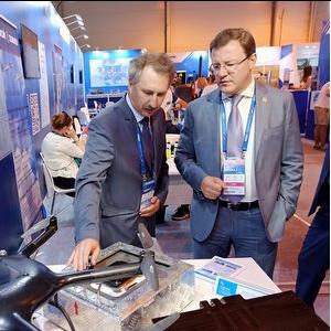 Дмитрию Азарову представили передовые космические технологии для решения повседневных задач
