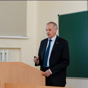 Ректор рассказал студентам о том, как меняется университет