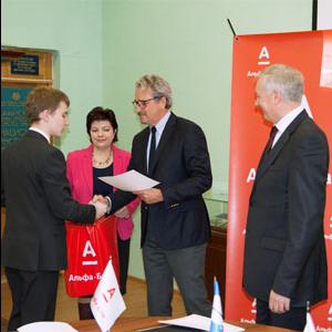 Лауреаты стипендии «Альфа-шанс» получили сертификаты