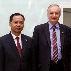 Китай заинтересован в российских инновациях в области космоса и авиации