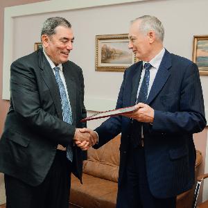 Ректор встретился с новыми почетными выпускниками вуза