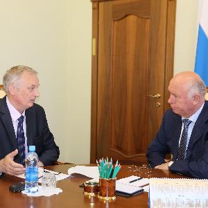 Губернатор Самарской области провел рабочую встречу с ректором Самарского университета