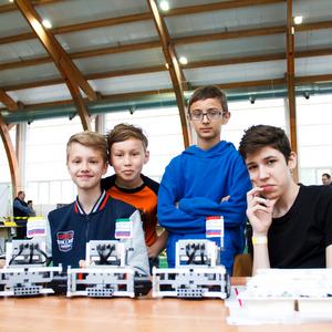Больше трехсот студентов и школьников испытывали своих роботов на прочность