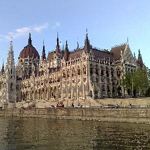 Студентов и аспирантов приглашают на обучение и стажировку в Венгрии