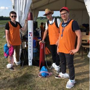 Студенты запустили ракету на военном полигоне Франции