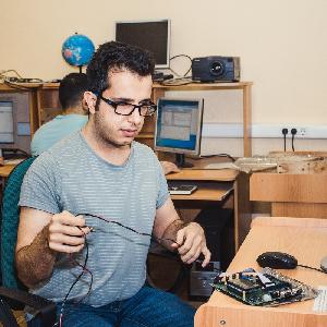 Студенты Самарского университета осваивают российские микроконтроллеры