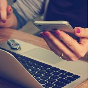 Как цифровые технологии и фейки влияют на информационные потоки