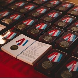 Студентам и офицерам вручили медали за участие в Параде Памяти