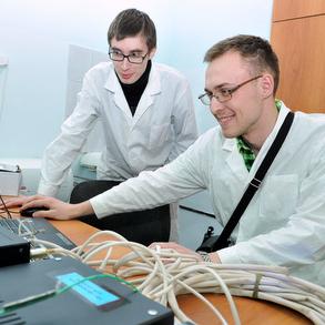 Профессор университета Флориды Александр Мебель принимает участие в научной школе СГАУ