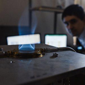 Магистрант и аспирант в течение года будут исследовать процессы горения в университетах Флориды и Калифорнии