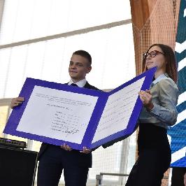 Первокурсникам вручили символический студенческий билет