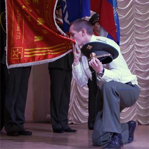Студенты СГАУ поздравили защитников Отечества