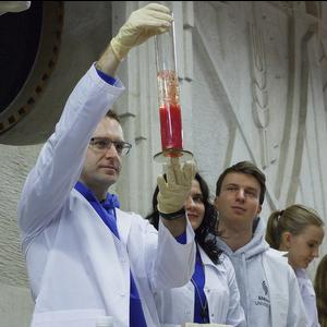 Самарский университет продолжил научный марафон ярким химическим шоу