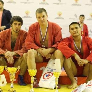 На областных соревнованиях по самбо девять борцов выполнили норматив мастера спорта